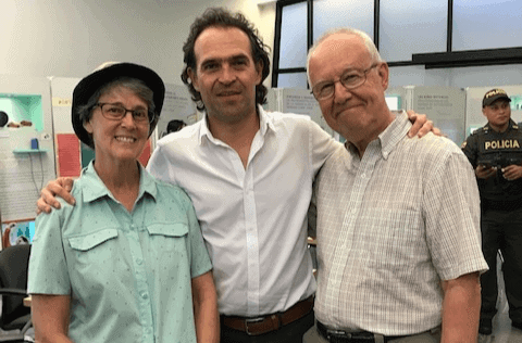 This couple retired and became expats in Medellin, Colombia. Here they are with Medellin's mayor.